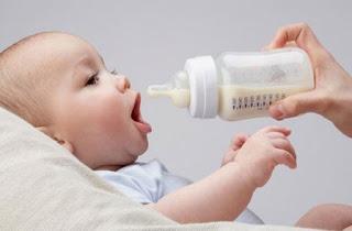 Pha sữa bằng NƯỚC KHOÁNG là hại con 1